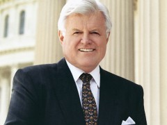 """Ted Kennedy, """"Lion Of The Senate,"""" Has Died"""
