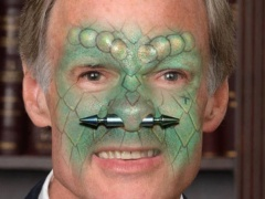Is Tom Carper a Lizard Person?